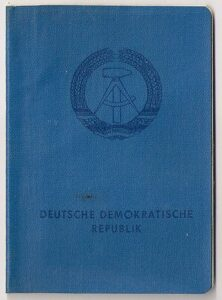 Cover of a GDR Personalausweis